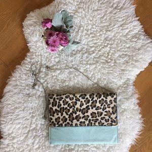 Handbags - 🌸 Leopard/light blue chain link purse